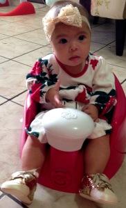 Luisa no dia em que completou 4 meses, marco do início das manifestações da alergia alimentar que anteciparam os novos rumos da sua alimentação